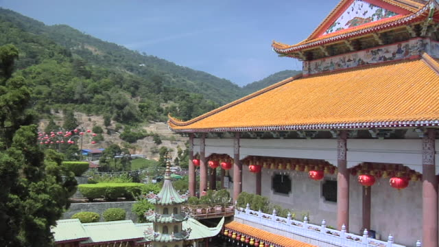 ws view of kek lok si temple compound / ayer hitam, penang, malaysia - penang stock videos and b-roll footage
