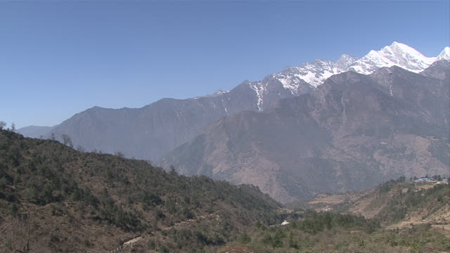 ws pan view of khumbu valley with snow covered mountains / lukla, khumbu region, nepal - khumbu stock videos and b-roll footage