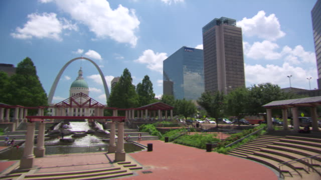 MS View of kiener plaza / St Louis, Missouri, United States