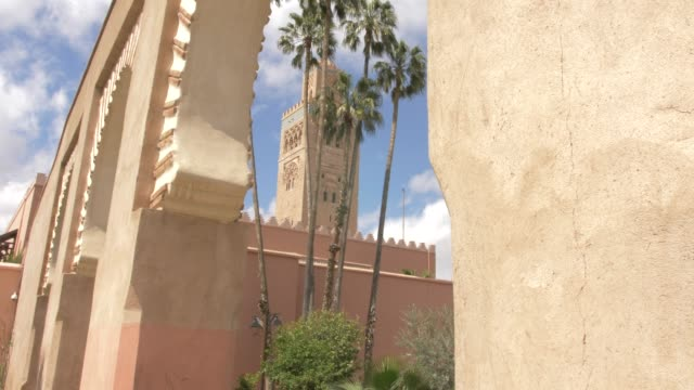 view of koutoubia minaret through archway, unesco world heritage site, marrakech, morocco, north africa, africa - circa 12th century stock videos & royalty-free footage