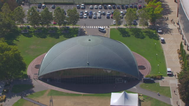 ms ha zo pov view of kresge auditorium and mit campus in city / cambridge, massachusetts, united states - auditorium stock videos & royalty-free footage