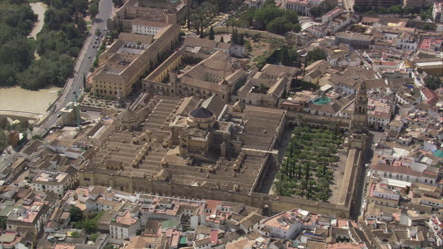 ws pov aerial view of la mezquita cathedral / cordoba, andalusia, spain - mesquita stock videos & royalty-free footage