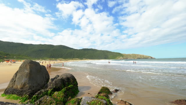 blick auf lagoinha do leste strand florianspolis, brasilien - süden stock-videos und b-roll-filmmaterial