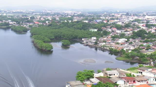 vídeos y material grabado en eventos de stock de ws aerial pan view of lake in paranagua town / parana, brazil - vista de población
