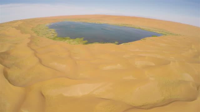 ws aerial view of lake in tengger desert/alashan, inner mongolia, china. - tengger stock videos & royalty-free footage