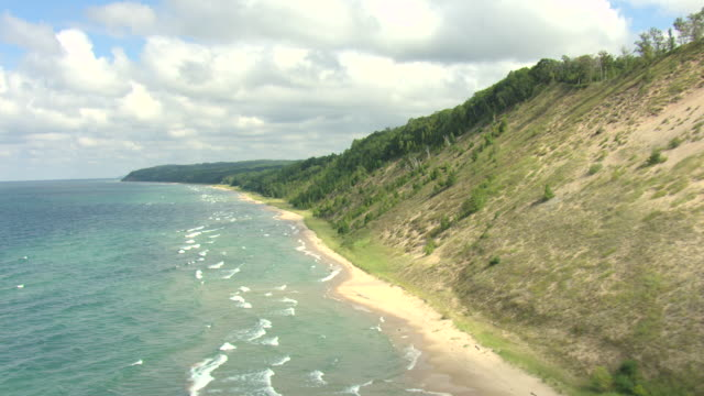 WS AERIAL View of Lake Michigan Coastline in Manistee County / Michigan, United State