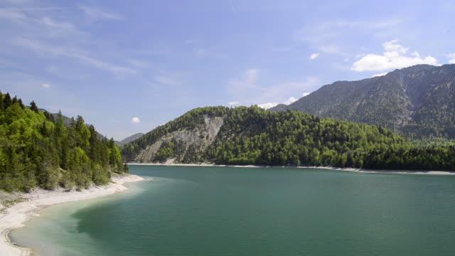 ws pan view of lake / sylvenstein, bavaria, germany - stausee stock-videos und b-roll-filmmaterial