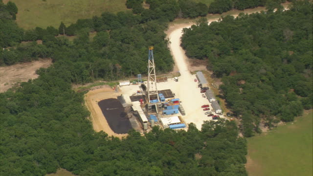 ws zo aerial view of land oil well drilling rig / texas, united states - texas stock videos and b-roll footage