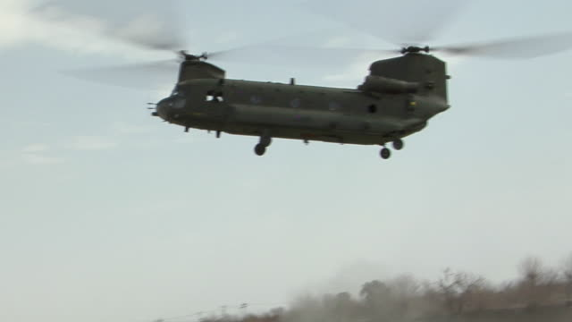 view of landing military helicopter / musa qala, helmand province, afghanistan. - forze armate britanniche video stock e b–roll