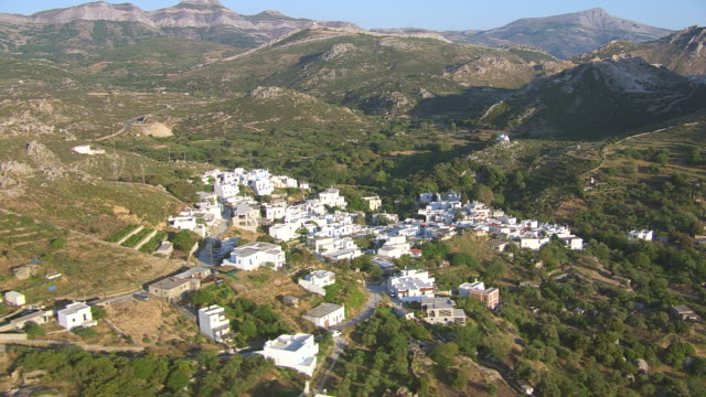 vídeos de stock e filmes b-roll de ws aerial zi view of landscape and village near naxos / naxos, cyclades, greece - greece