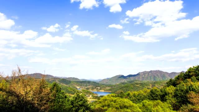 vídeos de stock, filmes e b-roll de view of landscape at cheongpyeong dam at gapyeonggun - céu fenômeno natural
