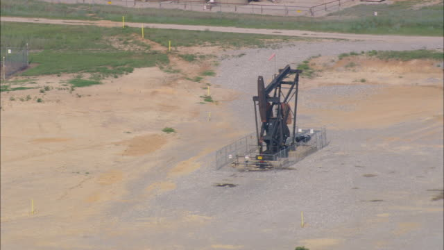 ms aerial zi view of landscape of small oil wells / texas, united states - 石油掘削装置点の映像素材/bロール
