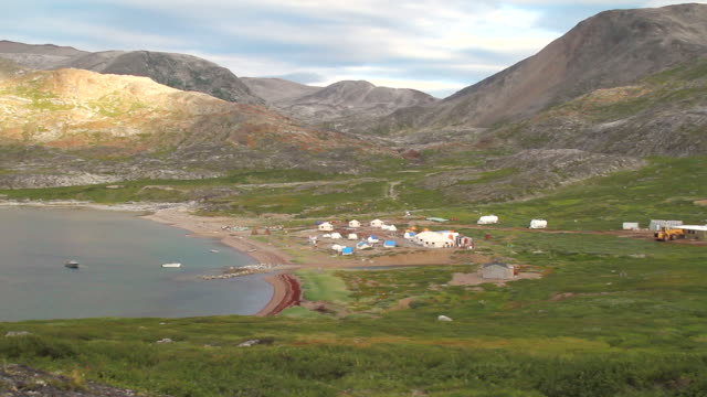 ws pan view of large camp site set on field / torgat mtns, labrador, canada - wiese stock videos & royalty-free footage