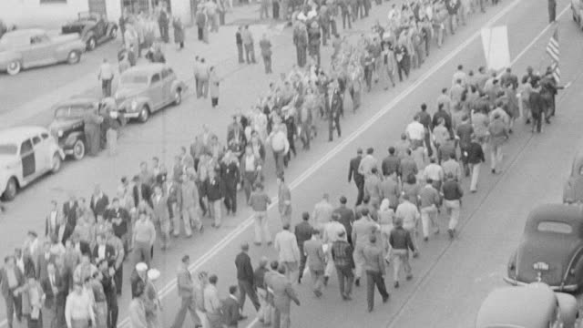 ws view of large crowd of people outside of warner bros studios and demonstrating in streets - streikposten stock-videos und b-roll-filmmaterial