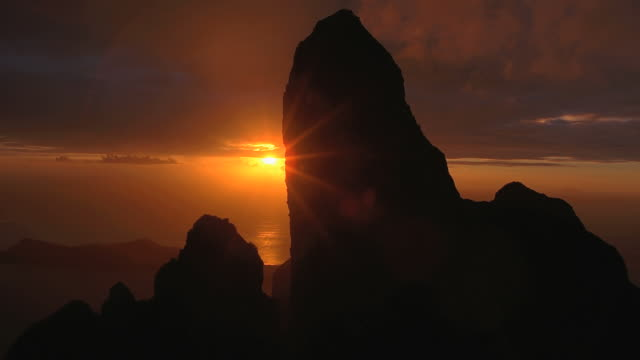 vidéos et rushes de ws pov view of large rock formation and sea at dusk / bora bora, tahiti  - french overseas territory