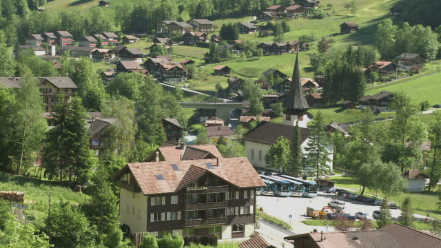 ms view of lauterbrunnen / lauterbrunnen, bernese alps, switzerland - kirchturmspitze stock-videos und b-roll-filmmaterial
