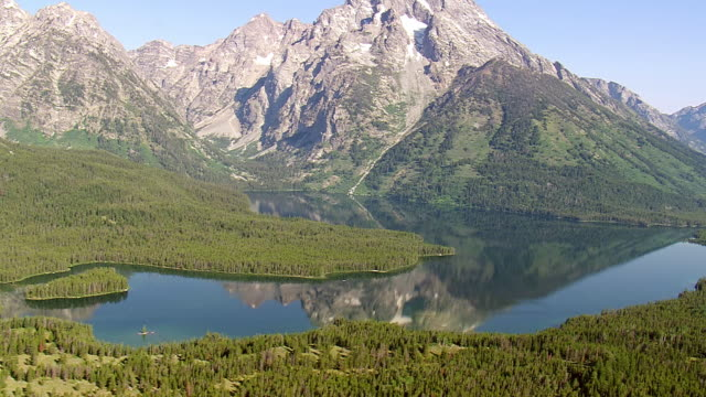 ws aerial view of leigh lake and mount moran / wyoming, united states - mt moran stock videos & royalty-free footage