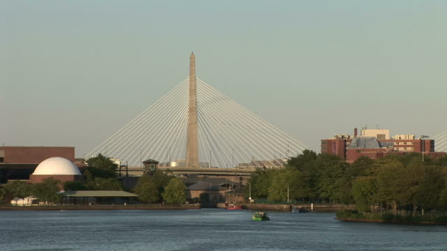 view of leonard p. zakim bunker hill bridge in boston united states - ザキム・バンカーヒル橋点の映像素材/bロール