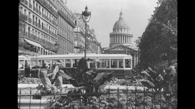 ws view of les invalides and magazine stall / paris, france - xix secolo video stock e b–roll