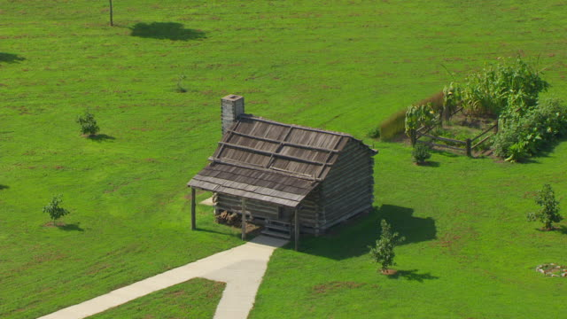 ws aerial pov view of lewis & clark state historic site / hartford, madison county, illinois, united states - 探検家 ウィリアム・クラーク点の映像素材/bロール