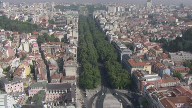 ws pov view of liberdade avenue and marques de pombal / lisbon, portugal - liberdade stock videos & royalty-free footage