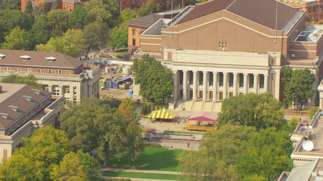 MS AERIAL ZO View of library front steps and pull out to reveal University of Minnesota / Minneapolis, Minnesota, United States