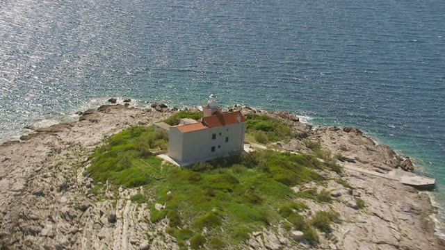 ms aerial ds zo view of light house in adriatic sea / korcula, dubrovnik neretva county, croatia - adriatic sea stock videos & royalty-free footage