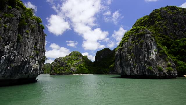 vidéos et rushes de ws pov view of limestone outcrops at halong bay / ha long bay, viet nam - vietnam