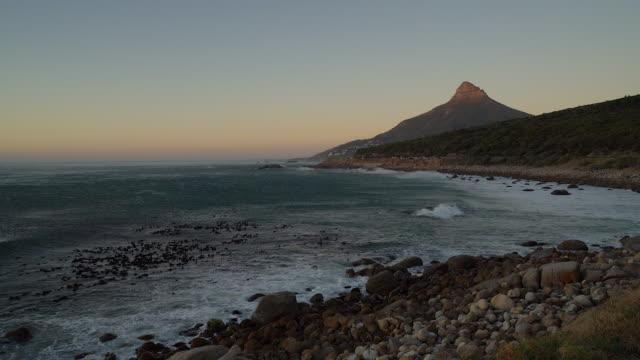 Uitzicht op Lion's head en kustlijn, Cape Town