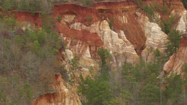 vídeos de stock, filmes e b-roll de ms aerial view of little grand canyon / georgia, united states - arenito