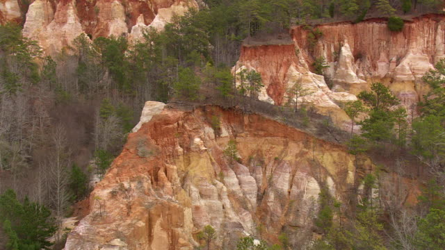 vídeos de stock, filmes e b-roll de ws aerial view of little grand canyon / georgia, united states - arenito