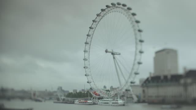 WS T/L View of London Eye near river / London, Greater London, United Kingdom
