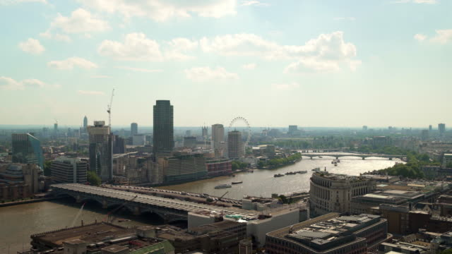 view of london with the thames and the london eye. - fluss themse stock-videos und b-roll-filmmaterial