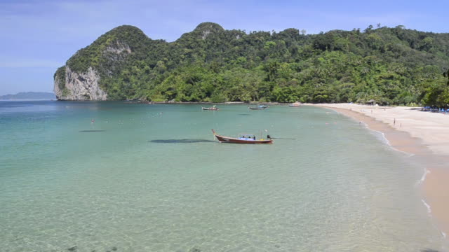WS View of Longtail boats in Bay of Farang Beach, Hat Chao Mai Marine National Park / Ko Mook, Trang, Thailand