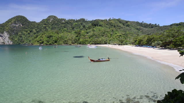WS View of Longtail boats in Bay of Farang Beach, Hat Chao Mai Marine National Park / Ko Mook, Trang, Thailand