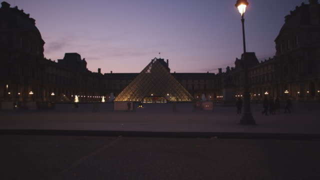 ws view of louvre museum / paris, france - louvre stock videos and b-roll footage