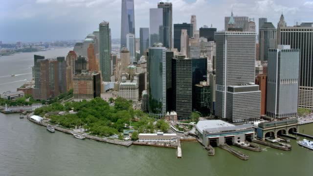 stockvideo's en b-roll-footage met luchtfoto uitzicht van lower manhattan van new york harbor in de zon - lower manhattan