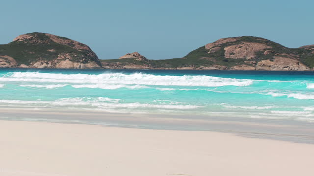 ws pan view of lucky bay with mountains in background / esperance, western australia, australia - schwenk stock-videos und b-roll-filmmaterial
