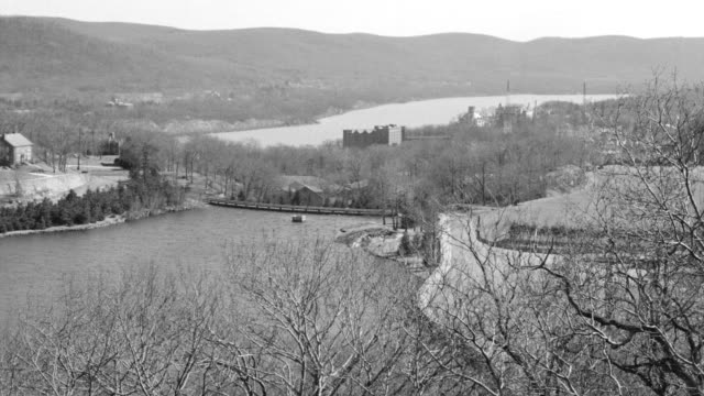 ws view of lusk reservior and hudson river mountains in back side - ウェストポイント点の映像素材/bロール
