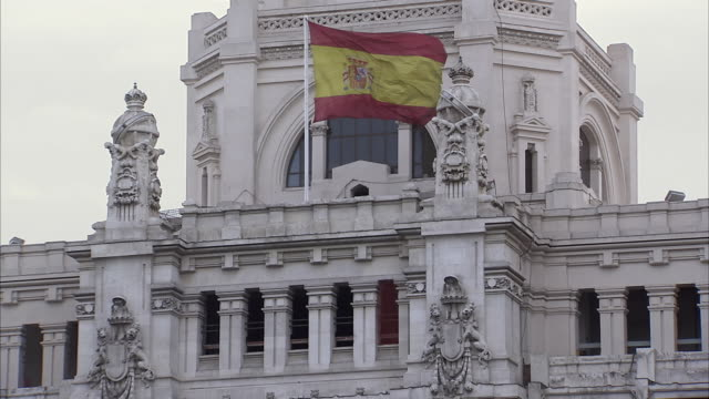 ms view of madrid city hall with flag of spain / madrid, spain  - politics and government stock-videos und b-roll-filmmaterial