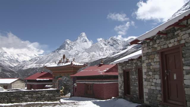 ws pan view of main entrance door at tengboche monastery with chorten / tengboche,  khumbu region, nepal - khumbu stock videos and b-roll footage