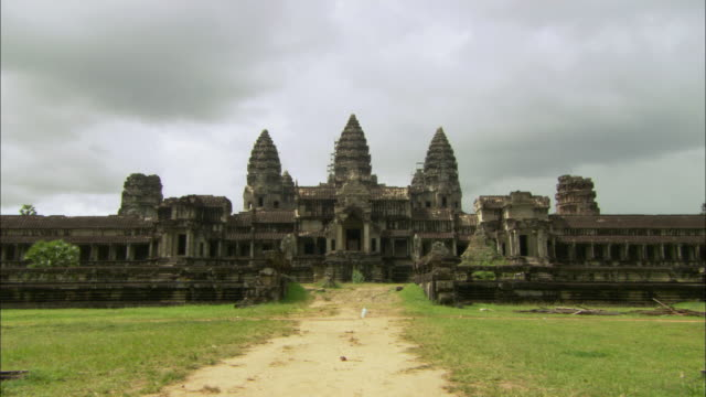 ws zi view of main entrance of angkor wat / angkor, cambodia - cambodian culture stock videos and b-roll footage