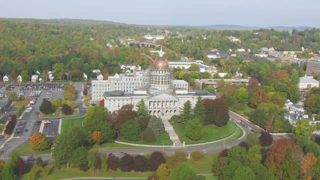 stockvideo's en b-roll-footage met ws aerial pov view of maine state house / augusta, maine, united states - maine