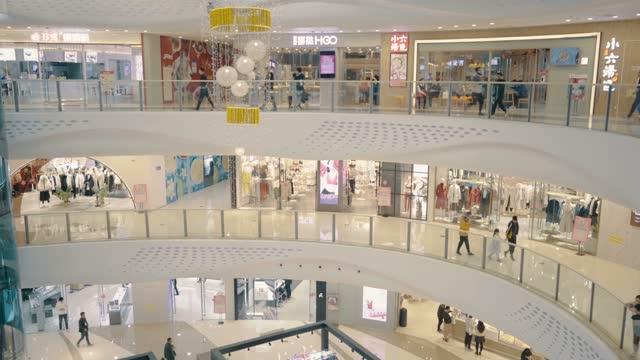 vídeos y material grabado en eventos de stock de view of mall - piso de edificio