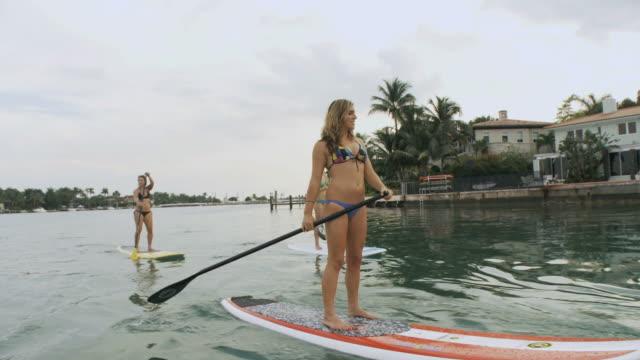 ws zo view of man and women riding paddle boards at harbor / miami beach, florida, usa - マイアミビーチ点の映像素材/bロール