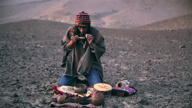 stockvideo's en b-roll-footage met ms view of man doing native ritual audio / south of peru, nazca, peru - latijns amerikaanse cultuur