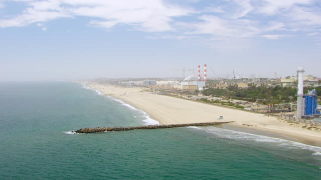 ws aerial pov view of manhattan beach and chevron el segundo oil refinery / manhattan beach, california, united states  - el segundo stock videos and b-roll footage