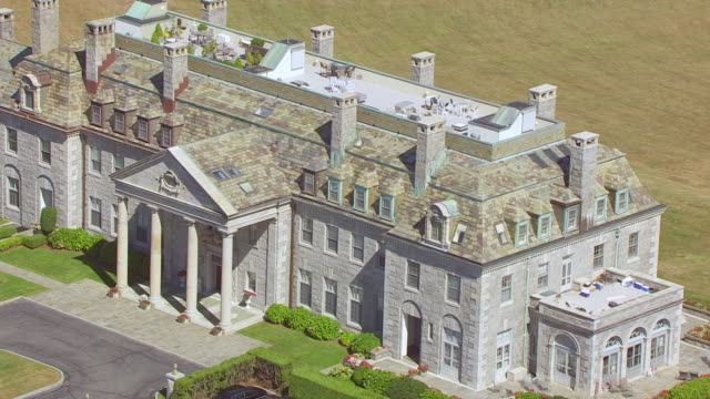 vídeos de stock e filmes b-roll de ms ha pov view of mansion with car park / dartmouth, massachusetts, united states - dartmouth