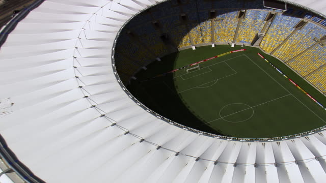 vídeos de stock e filmes b-roll de ws aerial zi view of maracana stadium / rio de janeiro, brazil - assento