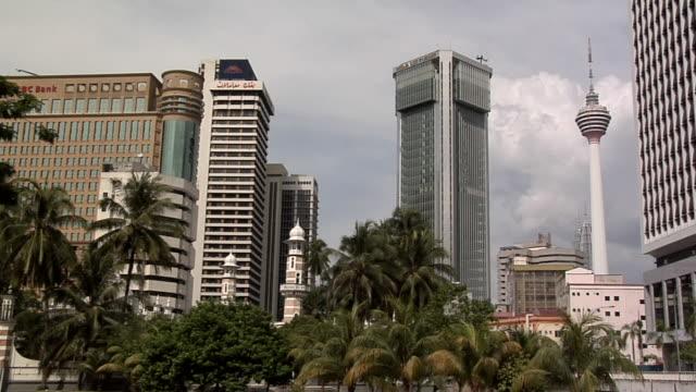 ws view of masjid jamek and kl tower / kuala lumpur, malaysia - menara kuala lumpur tower stock videos & royalty-free footage